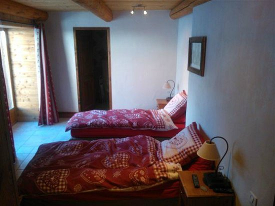 Chalet Pere Marie:                   Bedroom