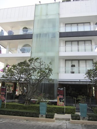 BYD Lofts Boutique Hotel & Serviced Apartments:                   Waterfall from the rooftop pool