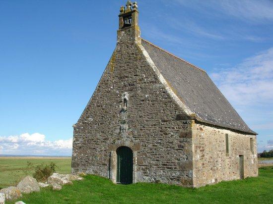 Le Clos des Chaumieres : Le clos des chaumières . La chapelle Saint Anne . Cherrueix.g