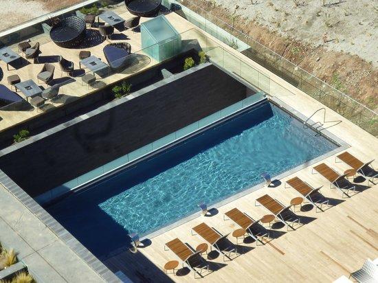 Enjoy Santiago Casino & Resort:                                     Piscina temperada vista desde la habitación