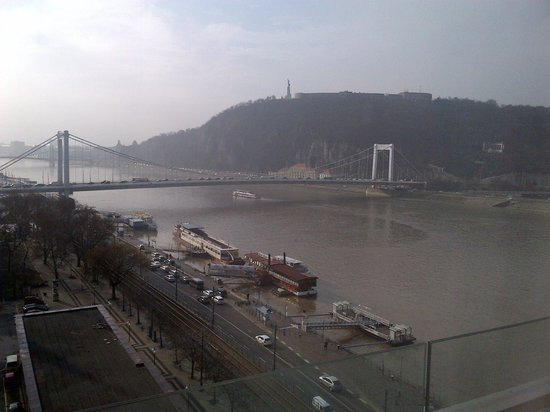 Budapest Marriott Hotel:                   In the morning overlooking the River Rm 707                 