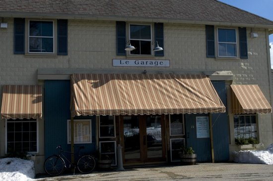 Le Garage Restaurant:                   Le Garage entrance on Water Street, Wiscasset