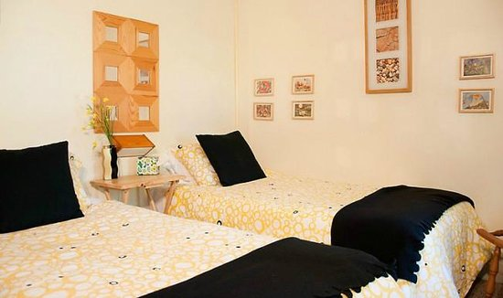 """Homestead House: """"Pine Room"""" with Twin beds + private Bathroom"""
