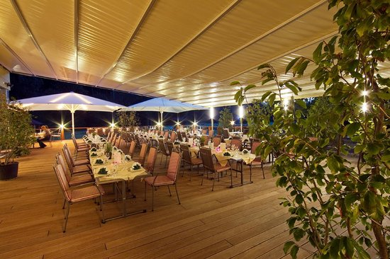 Hotel Krainerhutte Helenental: Terrasse
