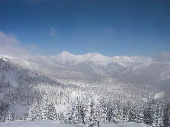 Simple Lodge: View from Monarch Pass in Winter
