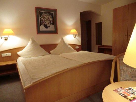Hotel Sonnenhof: Standarddoppelzimmer Nr. 20 (+) mit Badewanne und Balkon