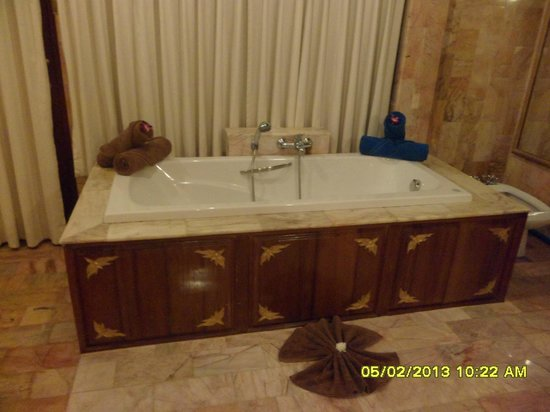 Viva Vacation Resort:                   huge tub