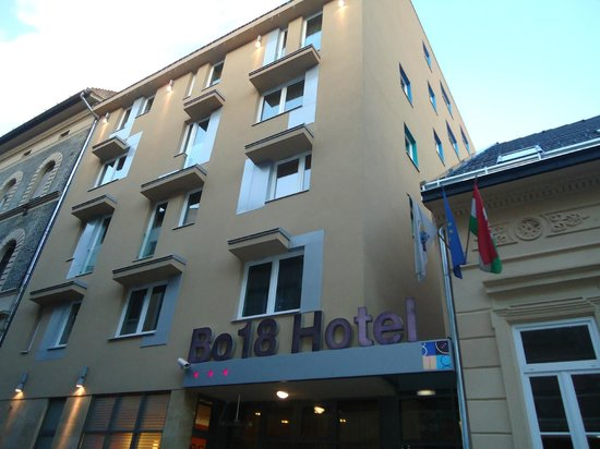 Bo18 Hotel Superior :                   Hotel all'esterno