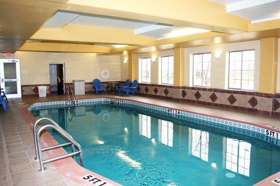 Sleep Inn and Suites: Indoor Heated Pool