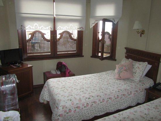 Emine Sultan Hotel & Suites:                   Наш номер)