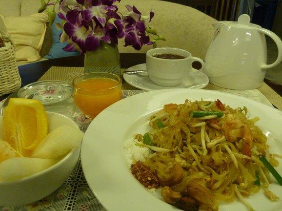Baan Dinso @ Ratchadamnoen :                   complimentary breakfast