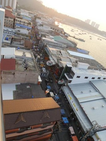 Grand Hotel Pattaya :                   Walking street from the roof