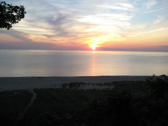 Rosemont Inn Resort B&B: Sunset over Lake MI