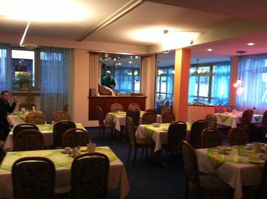 Hetzel Hotel:                   ontbijtzaal