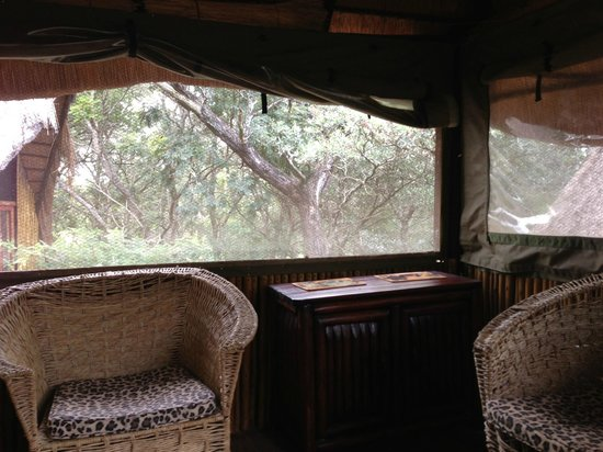 Pezulu Tree House Game Lodge:                   Sitting room