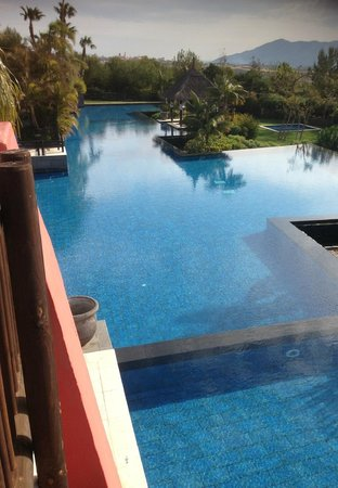 Asia Gardens Hotel & Thai Spa, a Royal Hideaway Hotel:                   pool area