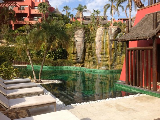Asia Gardens Hotel & Thai Spa, a Royal Hideaway Hotel:                   Adult pool area