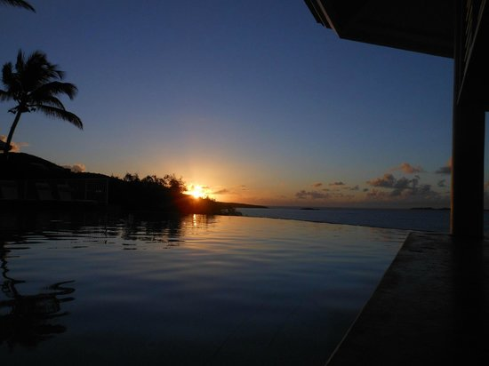 Frenchman's Reef & Morning Star Marriott Beach Resort:                   Sunrise over the infinity pool