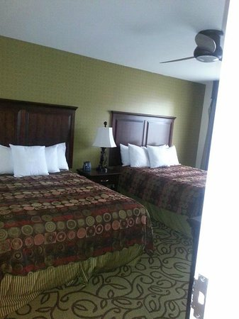 Homewood Suites by Hilton Las Vegas Airport:                   2 Queen Beds Bedroom w/ Bathroom