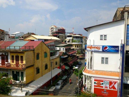 Indochine 2 Hotel & Restaurant:                   hier geht's zum Fluss