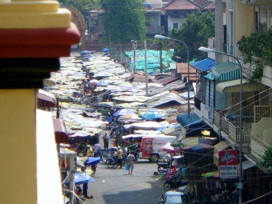 Indochine 2 Hotel & Restaurant:                   kleiner markt