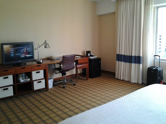 Four Points by Sheraton Los Angeles International Airport:                   03 Room 735 LAX 4 Pts: desk & frig
