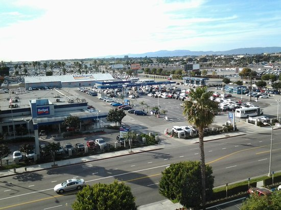 Four Points by Sheraton Los Angeles International Airport:                   05 LAST picture: view from room 735 LAX 4 Pts