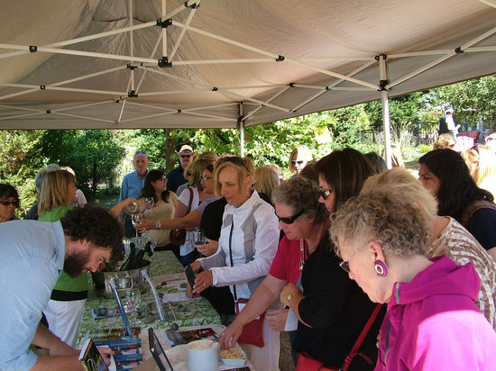 Rocky Creek Winery: Tasting wines at the Cowichan Wine Festival