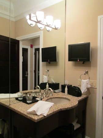 Camden on the Lake Resort:                   Bathroom