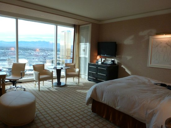 Wynn Las Vegas:                   Beautiful room