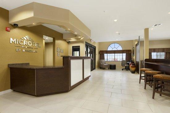 Microtel Inn & Suites by Wyndham Round Rock : Lobby