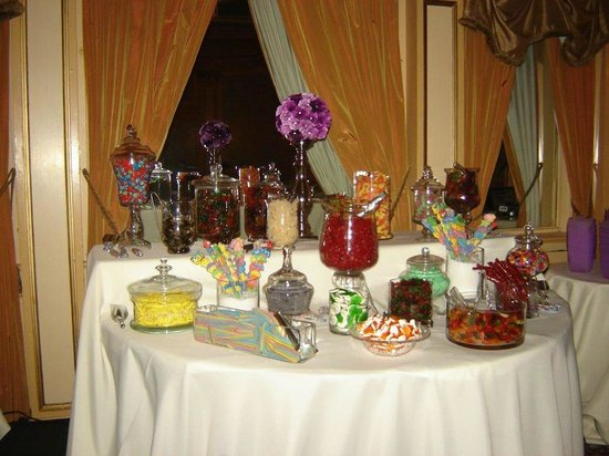Rodd Charlottetown: Wedding Picture - Candy Table
