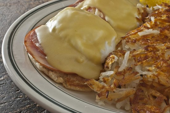 Brent's Delicatessen & Restaurant: Eggs Benedict