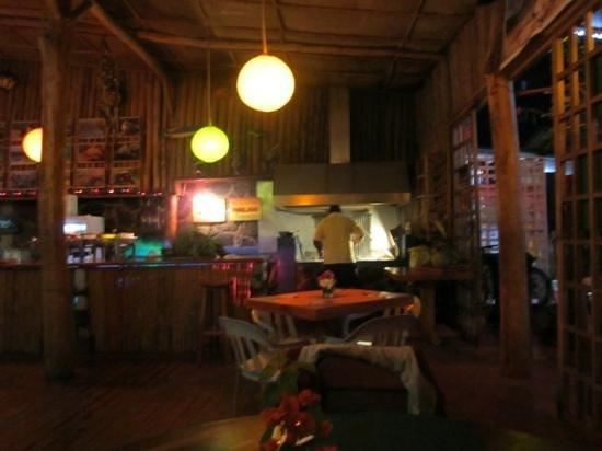 Cafe del Mar:                   La parrilla donde asan los camarones y pulpos exquisitos
