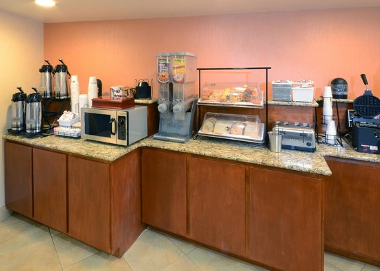 BEST WESTERN PLUS University Inn: Breakfast Area