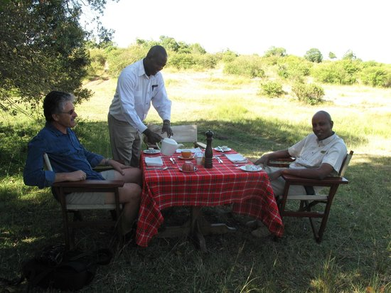 Mara Explorer Camp :                   Bush breakfast