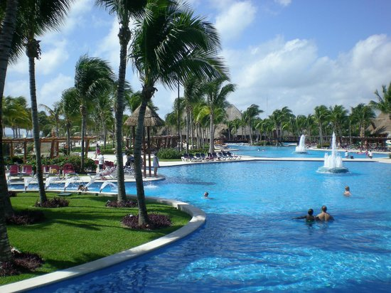 Barcelo Maya Tropical:                   Pool