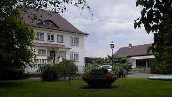 A la Couronne: Sa résidence