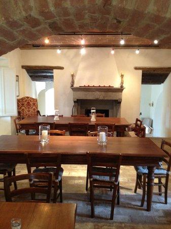 Tenuta Santo Pietro:                   Dining room