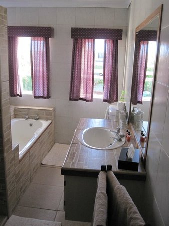 Dolphin View Guesthouse :                   Bathroom