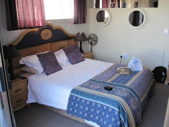 Dolphin View Guesthouse :                   Super room