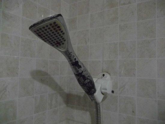 Xi Di Wan Hotel :                   In the shower tube