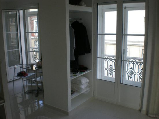 Lisbon Short Stay Apartments Baixa:                   big windows and balcony