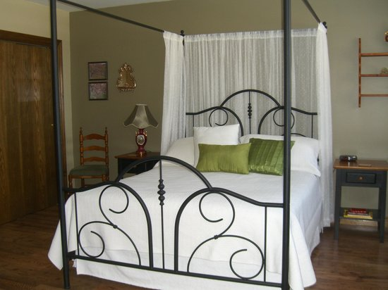 Aaron's Bed: Romantic Suite with 3 pc  ensuite