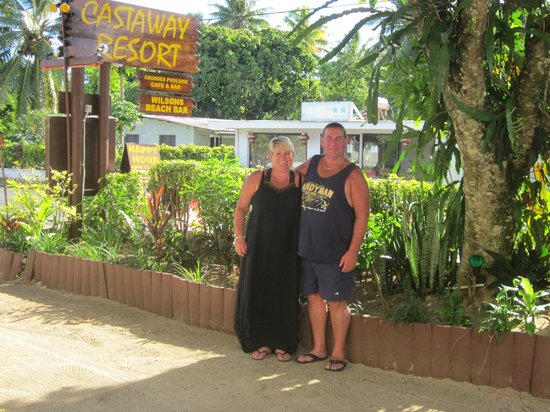 Castaway Resort:                   Entrance to Castaways Resort