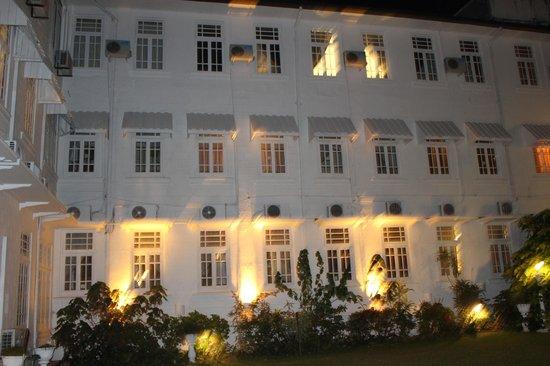 Hotel Suisse: facade de l'hotel