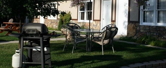 Evergreen Motel : Enjoy many BBQ areas around the property