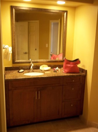Sheraton Broadway Plantation Resort Villas:                   2nd bathroom sink