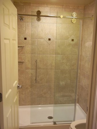 Sheraton Broadway Plantation Resort Villas:                   shower
