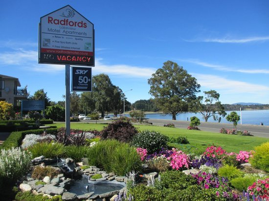 Radfords on the Lake : Front of motel